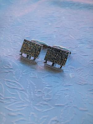 Manschettknappar i äkta silver från-70talet.  Storlek: 20X15mm.Finland.Tydliga stämplar.