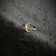Ring  i äkta silver med ett hjärta.  Sterling silver.  Tydliga svenska stämplar. Kattfot och S.  Storlek: 17