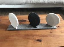 Dekorativ utsmyckning i ljuddämpande filt