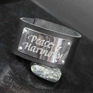 Peace & Harmony budskap på läderarmband