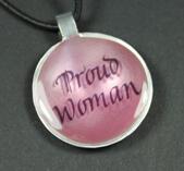 """""""Proud Woman"""" pastellfärgat hänge med budskap"""