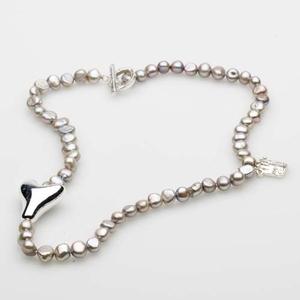 Pearls for Girls. Halsband med pärlor och silverdetaljer, längd 80 cm