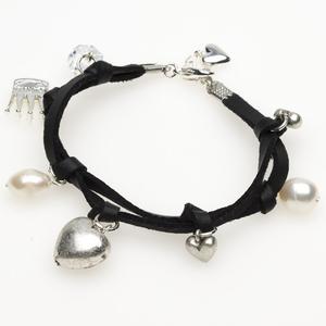 Pearls for Girls. Svart armband med pärlor och silverdetaljer