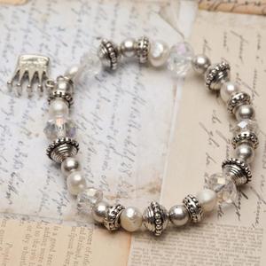 Pearls for Girls. Armband med pärlor och silverdetaljer