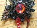 Mönster på pärlad brosch av Olga (Black Lotus).. (skickas per e-post)