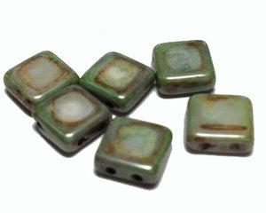 Tjeckisk 2-hålig grön melerad tilepärla med lyster, 8*8 mm. 10-pack.