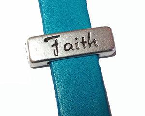 Slider i grekiskt kvalitetsmetall med ordet Faith, 17*5 mm. Hålet är 10*2 mm.