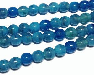 Runda pärlor i en skiftande blå färg, 6 mm. En sträng.