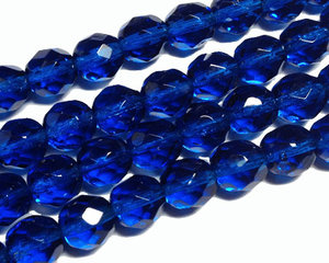 Fasetterade havsblå pärlor, 8 mm. En sträng.