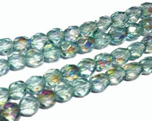 Fasetterade ljust mintgröna pärlor med lyster, 5 mm. En sträng.