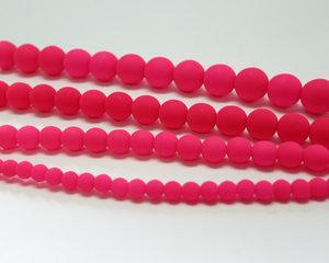 Rund druk tjeckisk pärla, UV Neon Pink, 25123. 4 mm. En längre sträng, 16 cm.
