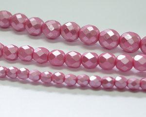 Fasetterade firepolish, Alabaster Pastel Pink, 25008, 8 mm. En längre sträng, 16 cm.