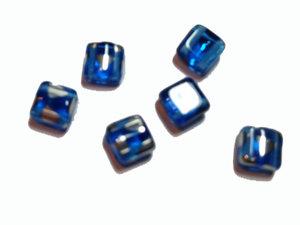 Tjeckisk himmelsblå 2-hålig tilepärla med silvermönster, 6 mm. 20-pack.
