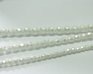 Fasetterade firepolish, Alabaster Pastel White, 25001, 4 mm. En längre sträng, 16 cm.