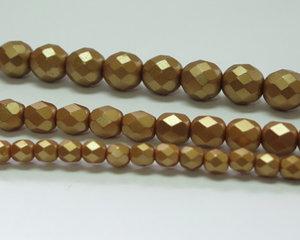 Fasetterade firepolish, Pastel Amber, 25003, 4 mm. En längre sträng, 16 cm.