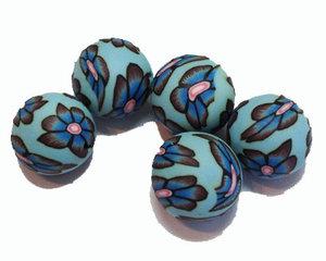 Ljusblå fimopärlor med blommönster, 12 mm. 5-pack.