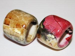 Regaliz keramikpärla i cream/brun och rosa, 15*16 mm. 2-pack.