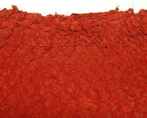 Fiskskinn av abborre. Matt röd, ca 24*6 cm