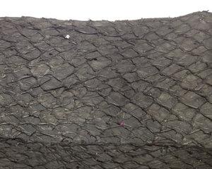 Fiskskinn av abborre. Matt gråfärgad, ca 24*6 cm