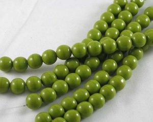 Runda limegröna tjeckiska glaspärlor, 8 mm. En sträng (12 cm)