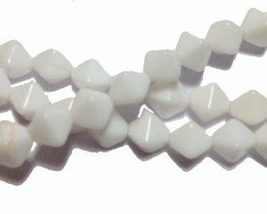 Opaka pressade vita bikoner, 6 mm. En sträng