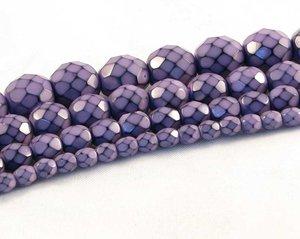 Syrenlila fasetterade pärlor i snakecoating, 10 mm. Ca 16 cm sträng.