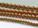 Rund druk tjeckisk pärla, Alabaster Metallic Gold, 29421. 8 mm. En längre sträng, 16 cm.