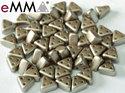 eMMA®, trekantig pärla med tre hål i färgen Pastel Light Brown, 25005. 5 gram