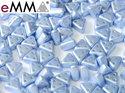 eMMA®, trekantig pärla med tre hål i färgen Pastel Light Sapphire, 25014. 5 gram