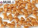 eMMA®, trekantig pärla med tre hål i färgen Pastel Amber, 25003. 5 gram