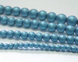 Rund druk tjeckisk pärla, Alabaster Metallic Mat Blue Turqoise, 29436. 4 mm. En längre sträng, 16 cm.