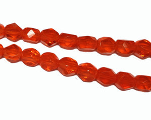 Orange fasetterad pärla med platta sidor, 6 mm. En 12 cm sträng.