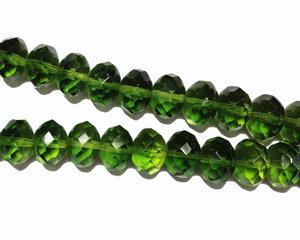 Grön fasetterad donutpärla, 7*10 mm. En 12 cm sträng.