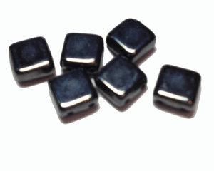 Tjeckisk 2-hålig jet hematit tilepärla, 6*6 mm. 20-pack.
