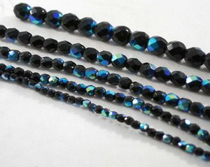 Fasetterade svarta fire polish med AB lyster , 5 mm. En sträng.