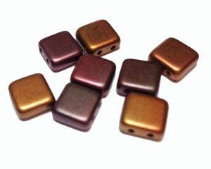 Tjeckisk 2-hålig tilepärla i matta metallicfärger, 8*8 mm. 10-pack.