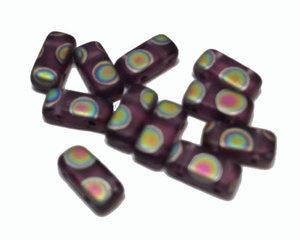 Tjeckisk 2-hålig tilepärla (brick) i matt lila med peacockeffekt, 4*8 mm. 20-pack.
