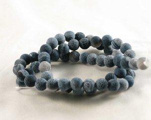 Frostade blå agater, 6 mm. En sträng ca 38 cm.