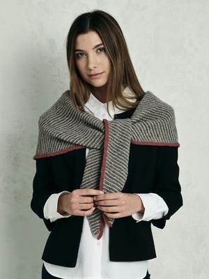 Rätstickad sjal med avigkant - Sarah