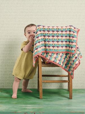 Virkad barnvagnsfilt i solfjädermönster
