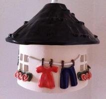 Stor El-hydda-Svart tak med tvättlina