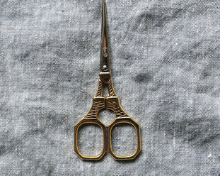 Embroidery scissors - The Eiffel tower in gold