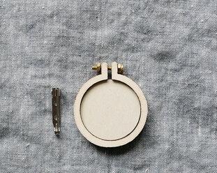 Sybåge i miniformat med brosch 4 cm från Dandelyne