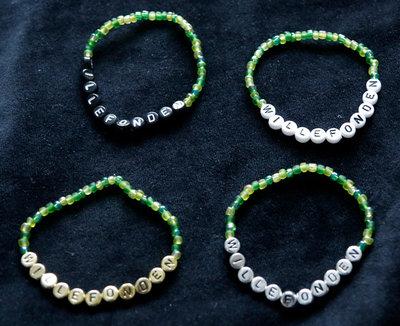 Armband enfärgad grön/vit