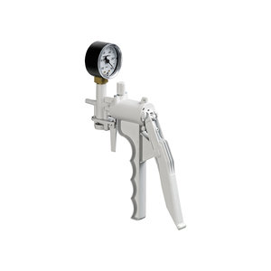 Hand operated vacuum pump with vacuum gauge, 625 mmHg
