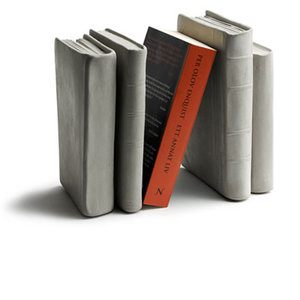 Bokstöd, betong