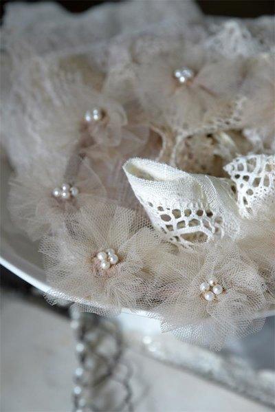 Bröllopskrans liten Vintage tyll pärlor shabby chic lantlig stil