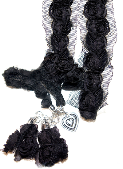 Svart halsband rosor hjärta tyll shabby chic lantlig stil