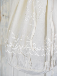 Broderad vit påse bag Jeanne dArc Living  shabby chic lantlig stil fransk lantstil