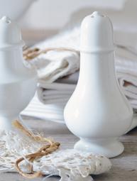 Salt / pepparströare vit porslin nr 2 shabby chic vintage  Jeanne d`arc living